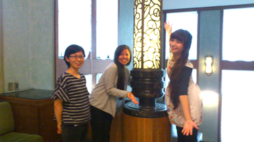 A snap taken at the Tokyo Metropolitan Teien Art Museum. From the left is the museum curator, Ms. Kaori Hamasaki. Next to her is reporter Ms. Felicia Gonzalez and our student Low Sin Ling.